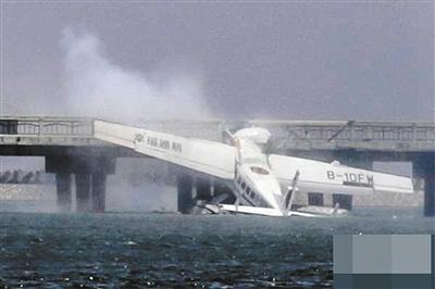 上海水上飞机撞桥 五名工作人员遇难